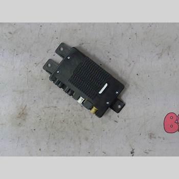 Antennförstärkare AUDI A6/S6     97-05 2,5 V6 TDI 180HK QUATTRO 2003 4D0035530E