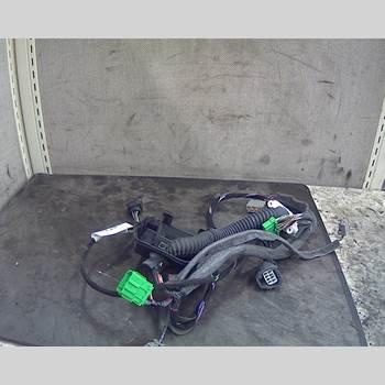 VOLVO V70      00-04  S + V70 2003 8676093