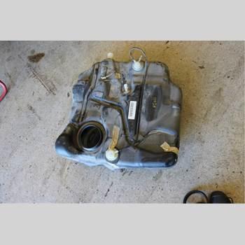 Bränsletank VOLVO V50 04-07 2,4i Kombi 2004 31336855