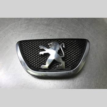 Emblem PEUGEOT 107 1,0i 68hk 5dr CC-kaross 2010 7531260H010