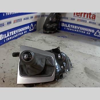 Växelspak AUDI A4/S4 01-05 AUDI A4 2,4 2003