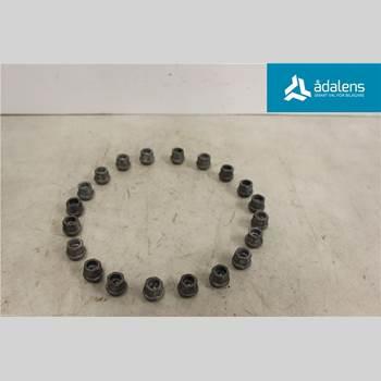 Sats med Hjulmutter / Bultar OPEL ASTRA J 10-15  SPORTS TOU 2013 P1008010