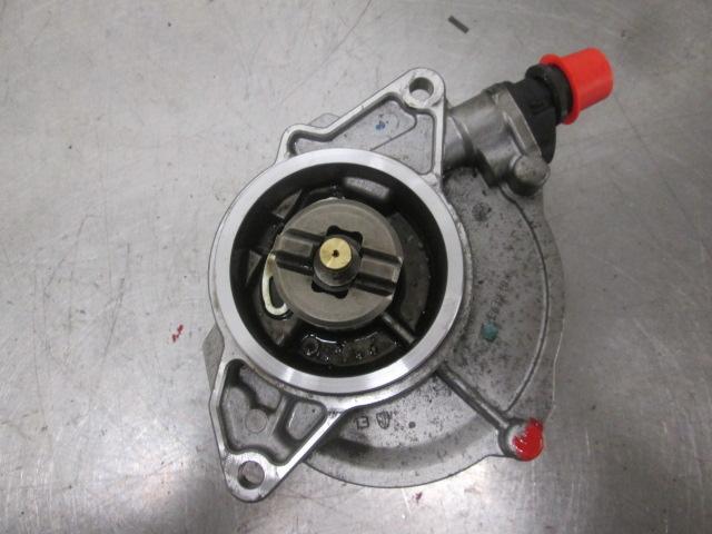 Vakuumpump till VW TOUAREG I 2003-2010 AL 059145100J (0)