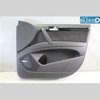 Dörrklädsel Höger AUDI Q7/SQ7 4,2 TDI.AUDI Q7 2011 4L0867104B