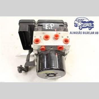 VOLVO V60 11-13 5DCBI D5244T10 AUT SER ABS 2011 31329138