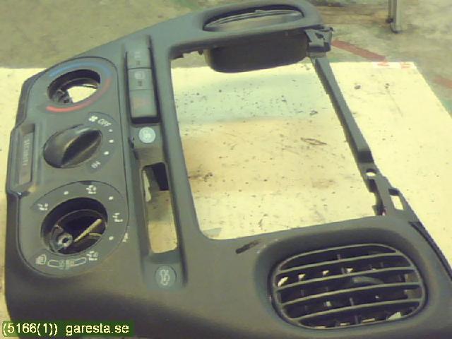 Instrument/Radio Sarg till TOYOTA YARIS VERSO 2000-2005 GB MED AC-KNAPP MM (0)