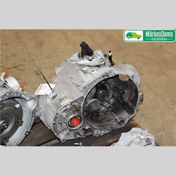 VW GOLF / E-GOLF VII 13- VW GOLF VII KOMBI-SEDAN 5D -2016-02 2013 02Q 300 048 MX