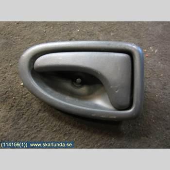 Dörrhandtag Vänster Inre NISSAN PRIMASTAR  2006 96012221